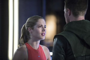 Arrow-season-3-episode-2-Felicity-confronts-Oliver
