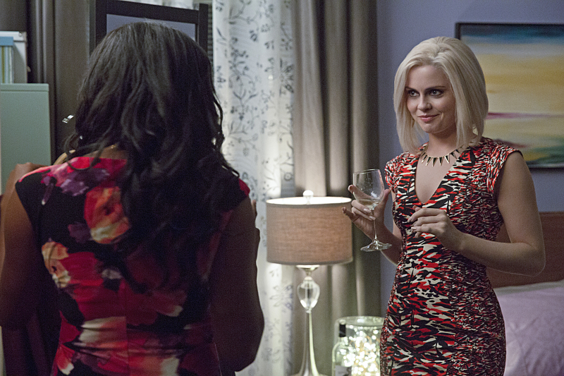 """iZombie -- """"Real Dead Housewife of Seattle"""" -- Image Number: ZMB_203a_4076.jpg -- Pictured (L-R): Jazz Raycole as Bethany Miller and Rose McIver as Olivia """"Liv"""" Moore -- Photo: Jack Rowand /The CW -- © 2015 The CW Network, LLC. All rights reserved."""
