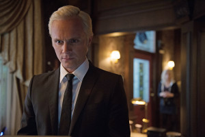 """iZombie -- """"Grumpy Old Liv"""" -- Image Number: ZMB201c_0159.jpg -- Pictured (L-R): David Anders as Blaine and Rose McIver as Olivia """"Liv"""" Moore -- Photo: Diyah Pera/The CW -- © 2015 The CW Network, LLC. All rights reserved."""