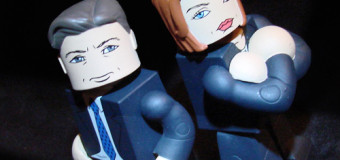 Introducing The X-Files Vinimates Mulder & Scully from Diamond Select Toys
