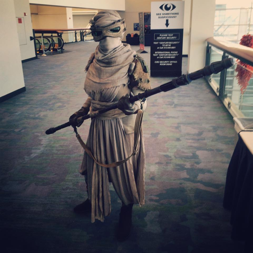 C2E2 Cosplay Scavenger Rey Star Wars The Force Awakens