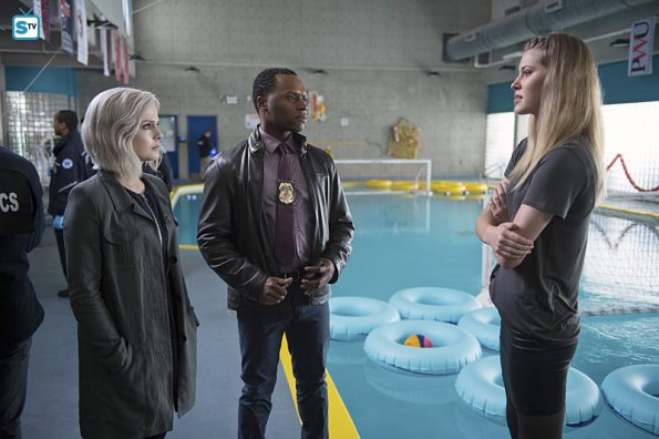 Izombie-Reflections-of-the-Way-Liv-Used-to-Be-2x17-promotional-picture-izombie-39444015-595-396
