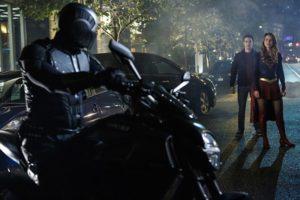 supergirl-changing-guardian-bike