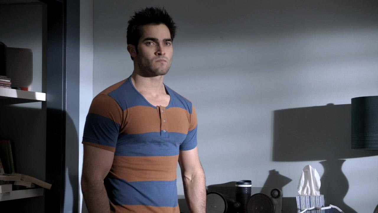 Derek wearing Stiles' shirt in episode 1x09